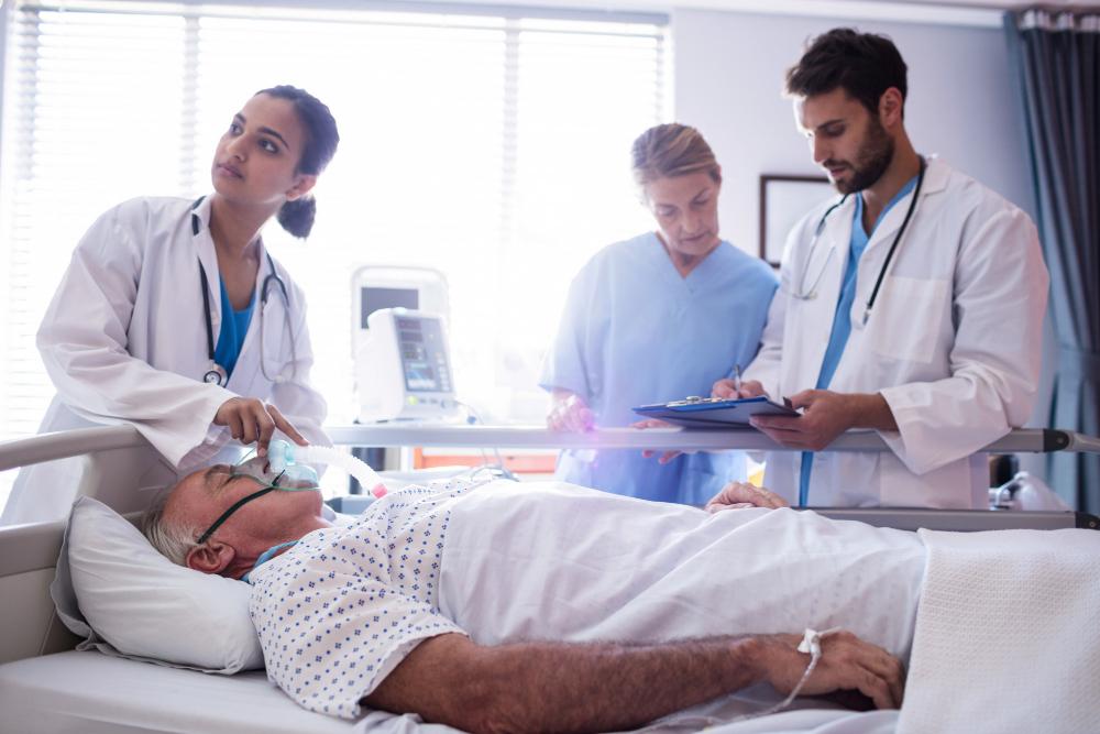 ¿Qué cuidados se realizan en una unidad de cuidados intensivos?